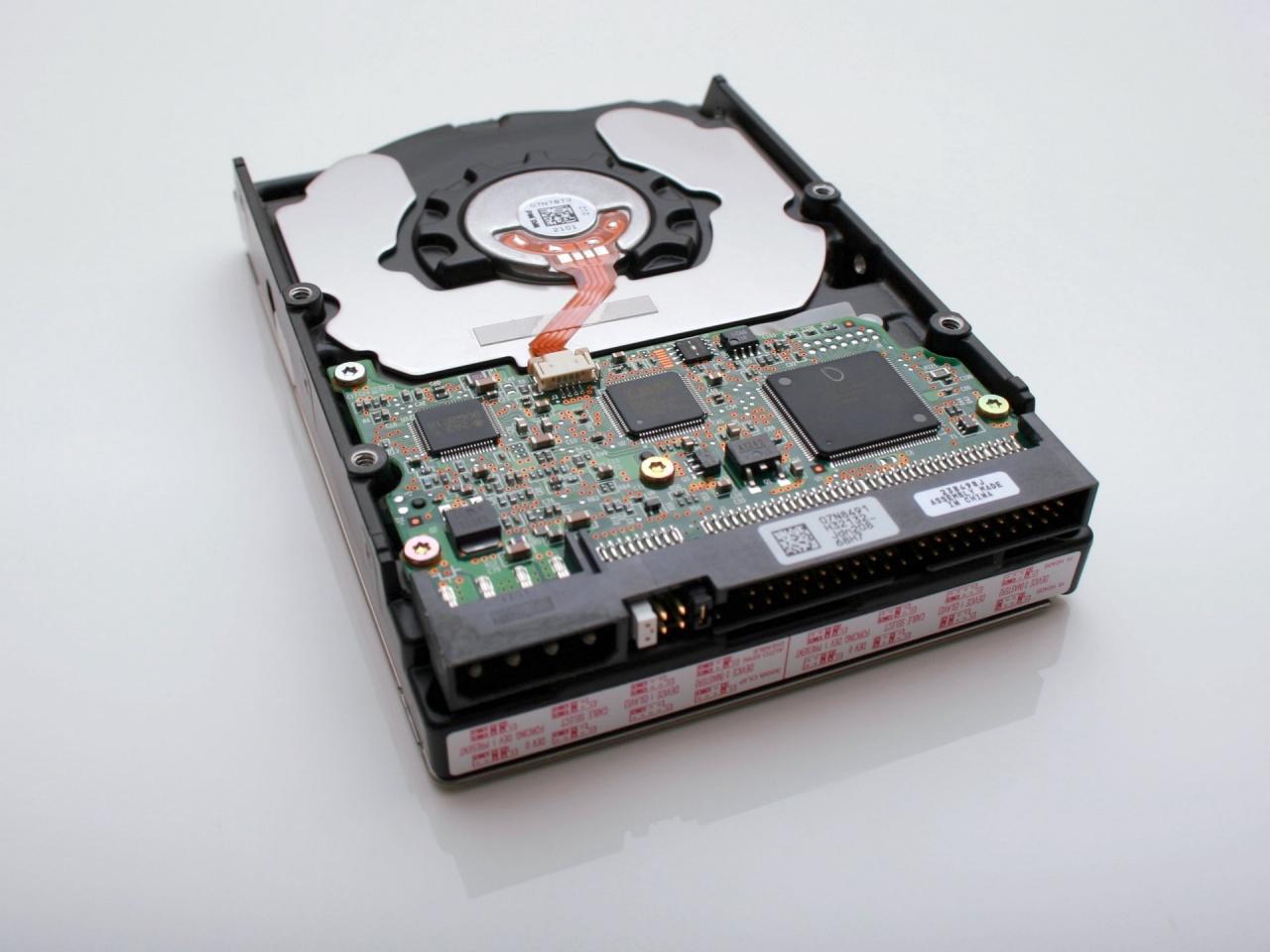 vincent botta hard disk unsplash